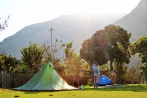 Lunahuana-Peru-die-einzigen-Gäste-auf-dem-Campingplatz-barfuß