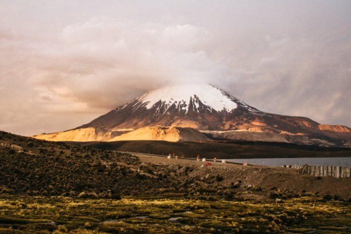 BarfussUmDieWelt-Chile-Chungara-Vulkan-Aussicht-barfuß