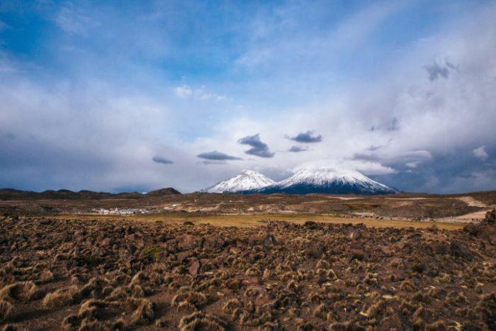 BarfussUmDieWelt-Polare-Schritt-Chile-Parinacotta-Vulkankette-Alpaka-barfuß