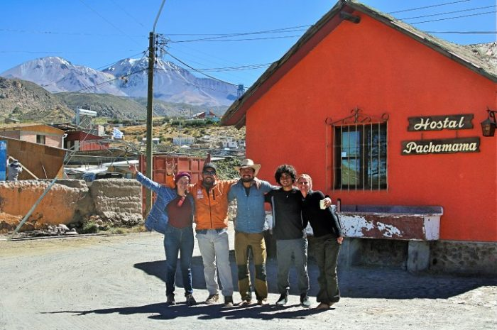 BarfussUmDieWelt-Der-Herzensschritt-Chile-Venezuela-Putre-Hostel-Pachamama-Freunde-Zusammenkunft-Geben-Vulkan-barfuß