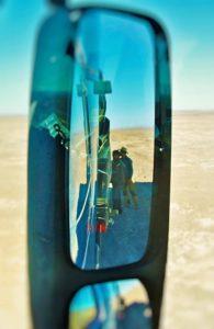 BarfussUmDieWelt-JonathanvonRosenberg-Grundschritt-Chile-Wüste-Atacama-trampen-LKW-Ladung-Sicherung-barfuß
