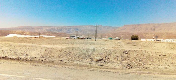 BarfussUmDieWelt-JonathanvonRosenberg-KataleyavonRosenberg-Grundschritt-Chile-Wüste-Atacama-trampen-LKW-Mine-barfuß