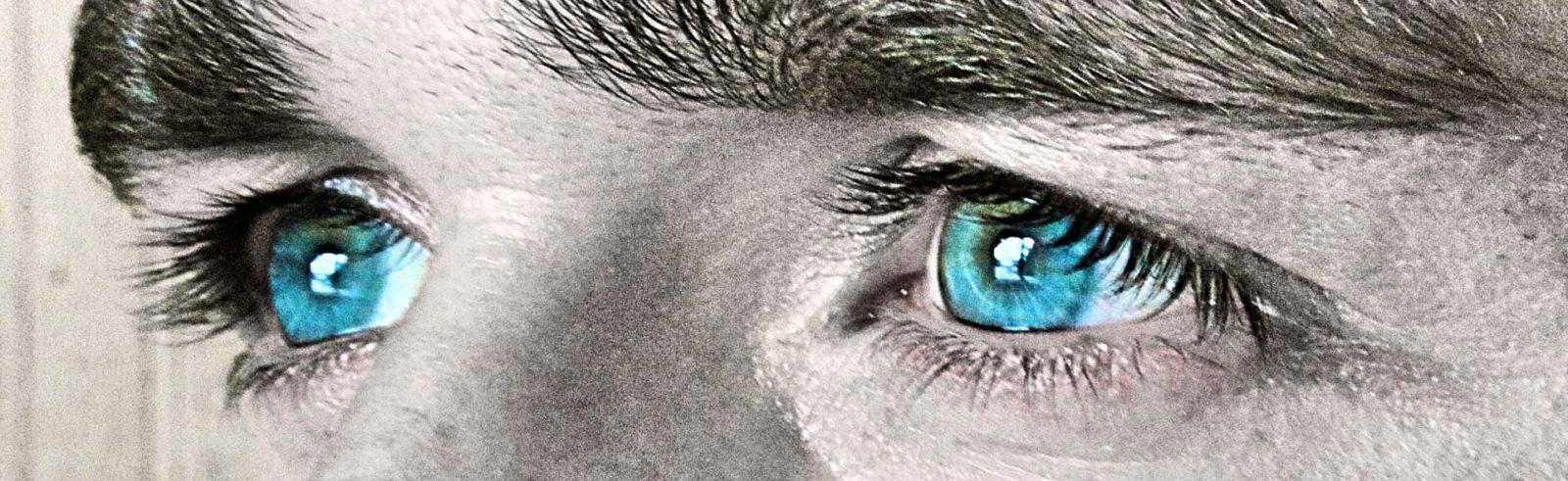 BarfussUmDieWelt-JonathanvonRosenberg-Grundschritt-Augen-Sternenschnuppenaugen-barfuß