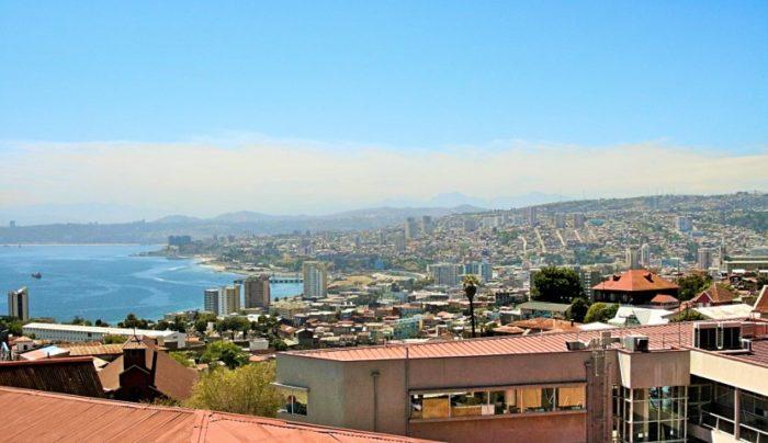 BarfussUmDeWelt-JonathanvonRosenberg-Der-Bunte-Schritt-Valparaiso-Chile-Aussicht-barfuß