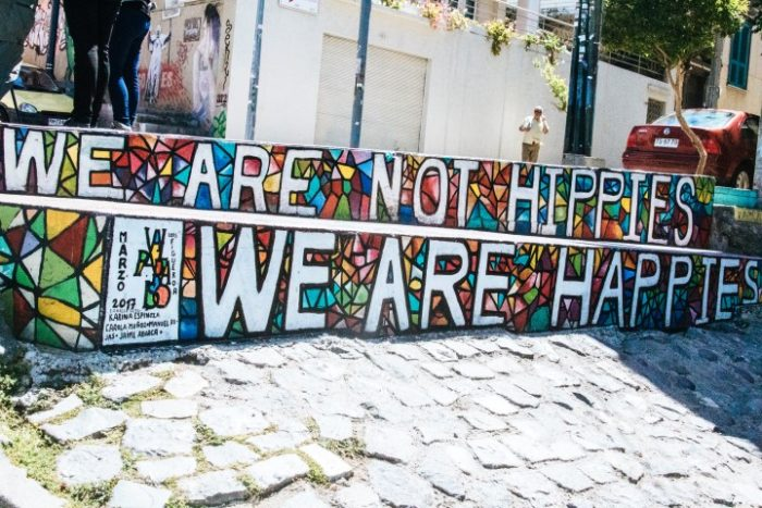 BarfussUmDieWelt-JonathanvonRosenberg-KataleyavonRosenberg-Chile-Valparaiso-Straßenkunst-Kunst-Happies-Hippies-barfuß