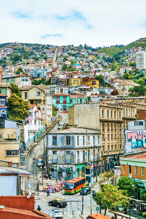 BarfussUmDieWelt-JonathanvonRosenberg-KataleyavonRosenberg-Chile-Valparaiso-Straßenkunst-Kunst-barfuß-11