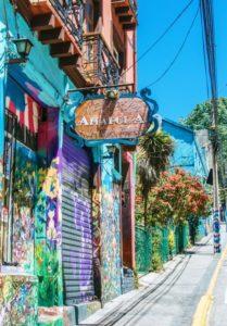 BarfussUmDieWelt-JonathanvonRosenberg-KataleyavonRosenberg-Chile-Valparaiso-Straßenkunst-Kunst-barfuß